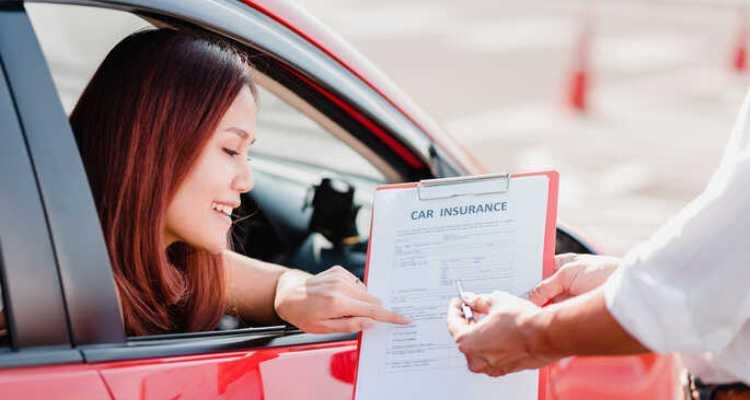 Cara Mendapatkan Tingkat Asuransi Mobil Terbaik Untuk Wanita Muda